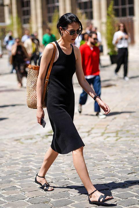 la scarpa donna elegante la trovi non solo tra i sandali neri gioiello di chiara ferragni e bella hadid, scopri tutti i sandali neri estivi preferiti dalle celeb, inspo pura