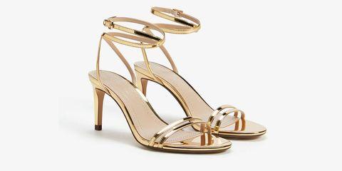 Las sandalias doradas de Bershka que te solucionarán el verano.