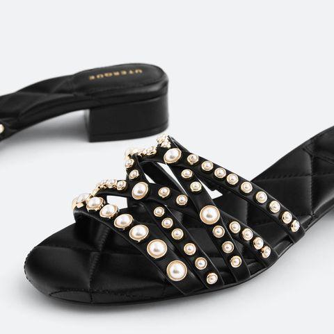 sandalias planas con detalles de perlas de uterqüe