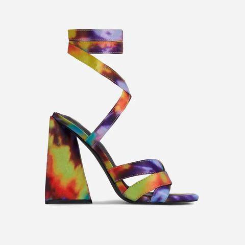 sandalias tie dye colorido