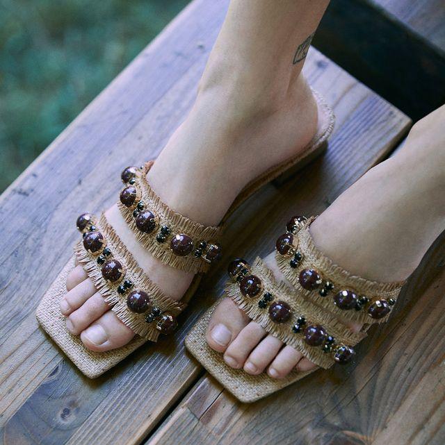 sandalias de uterqüe con tacón ancho bajo con joya