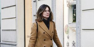 Sandra Barneda con su perro por Madrid