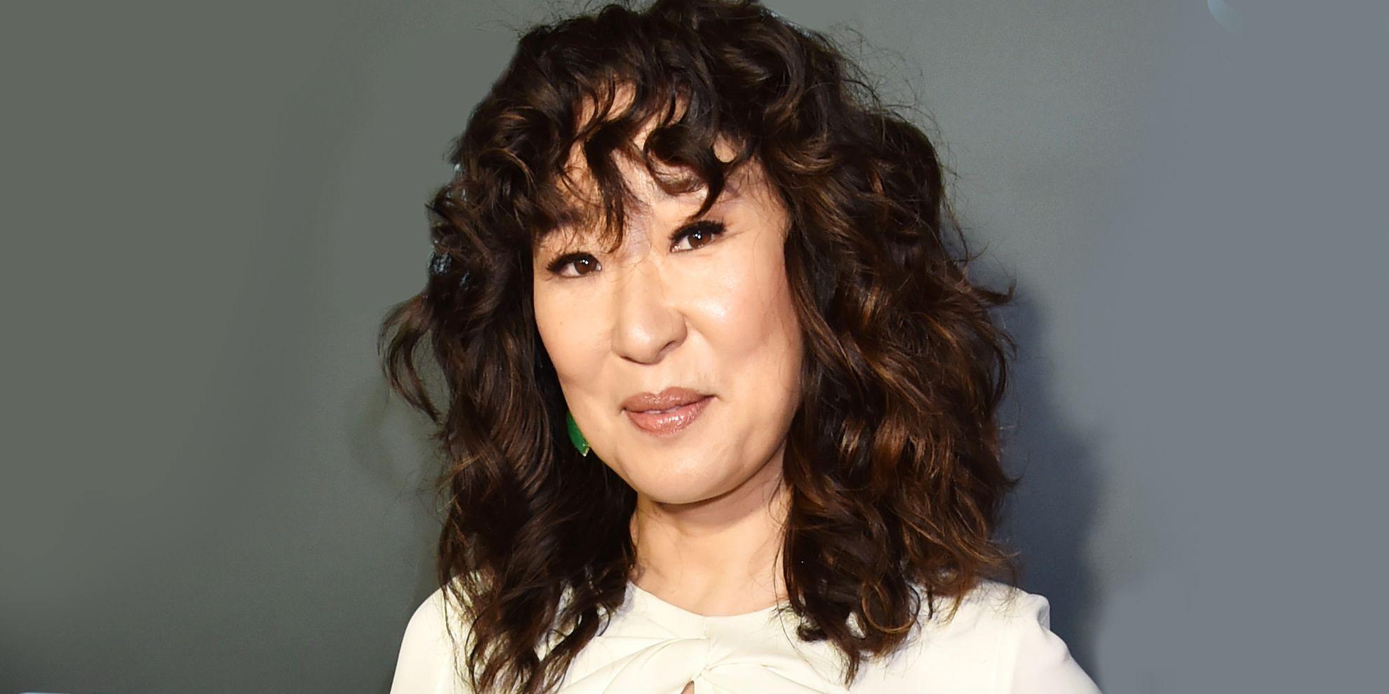 1b4e6b71e99631 Sandra Oh's Curly Hair Routine - Hair Stylist Ted Gibson's Curly ...