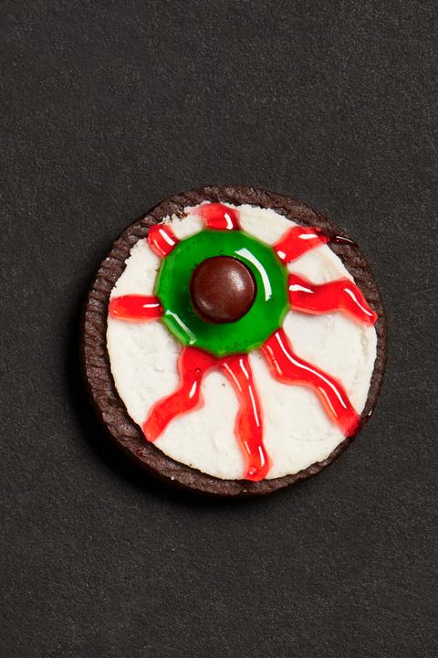 sandwich cookie eyeballs halloween cookies
