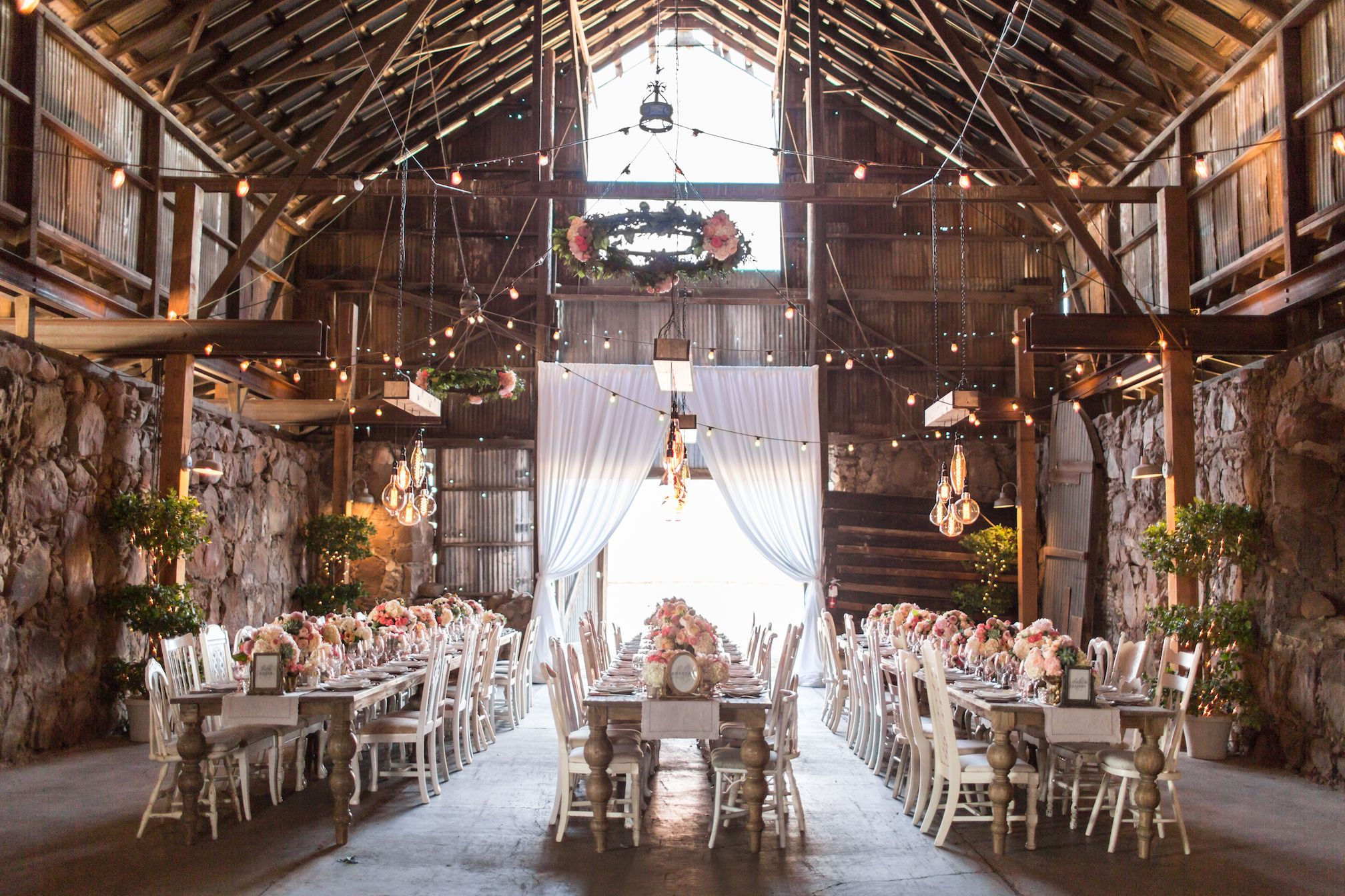 35+ Fall Wedding Venues That Are Irresistibly Enchanting