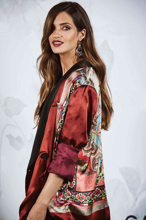 Clothing, Fashion model, Beauty, Fashion, Maroon, Formal wear, Fashion design, Photo shoot, Model, Silk,