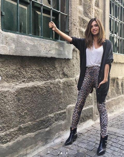 Clothing, Street fashion, Tights, Leggings, Fashion, Beauty, Footwear, Leg, Model, Jeans,