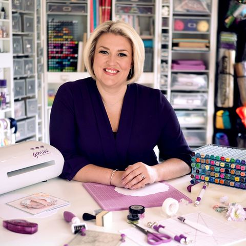 dragon's den star sara davies to host virtual crafting afternoon with mind
