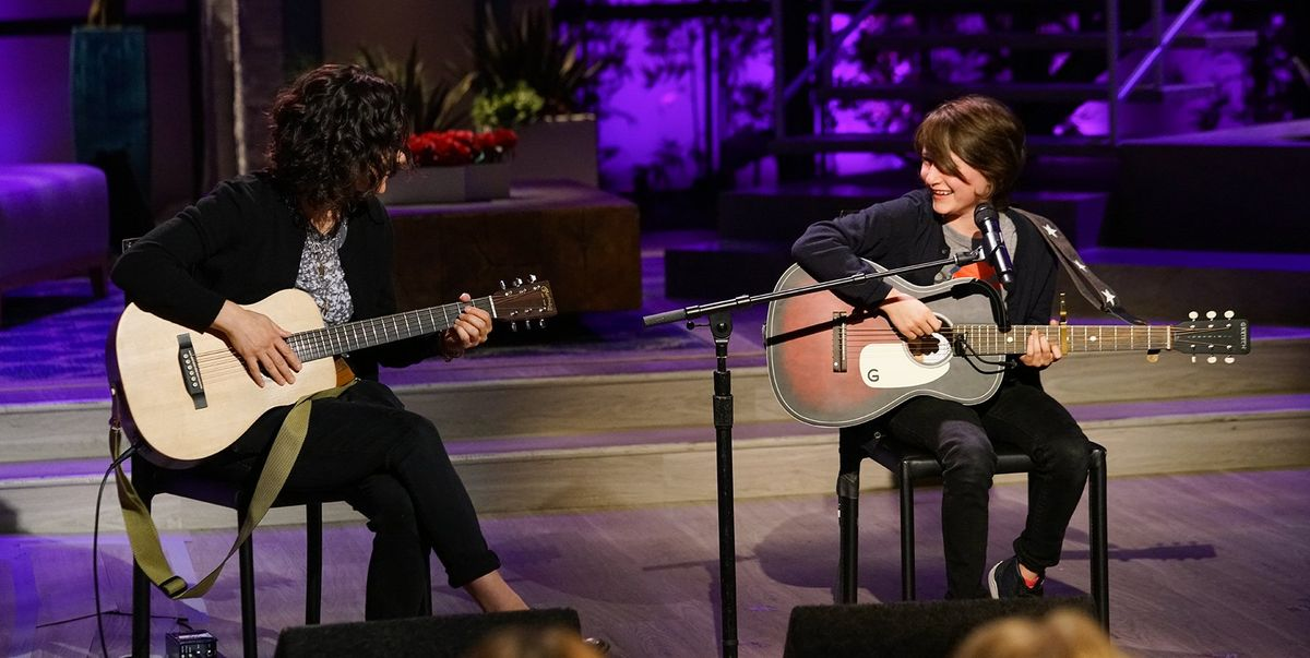 Sara Gilbert And Daughter Sawyer Perform Hallelujah Live On The Talk