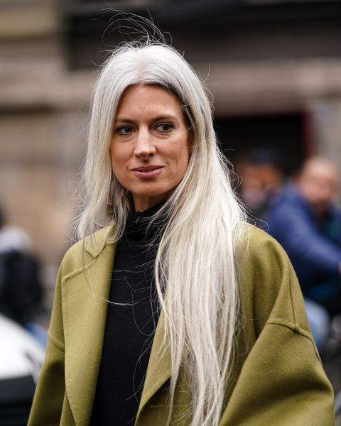 Street Style  - Paris Fashion Week - Womenswear Fall/Winter 2020/2021 : Day Eight