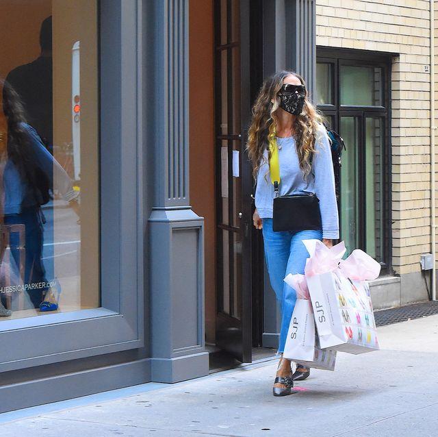 sarah jessica parker delivering shoes