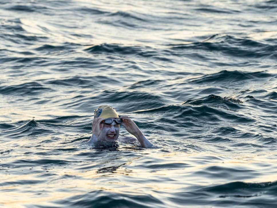 Sarah Thomas becomes the first person to swim the Channel four times non-stop