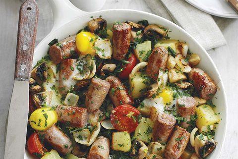 Sartén de patatas y salchichas
