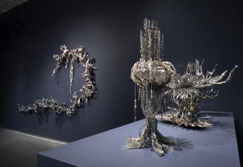 Sculpture, Figurine, Art, Glass, Nonbuilding structure, Metal,