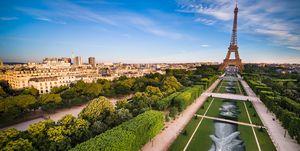Land art Saype junto a la Torre Eiffel