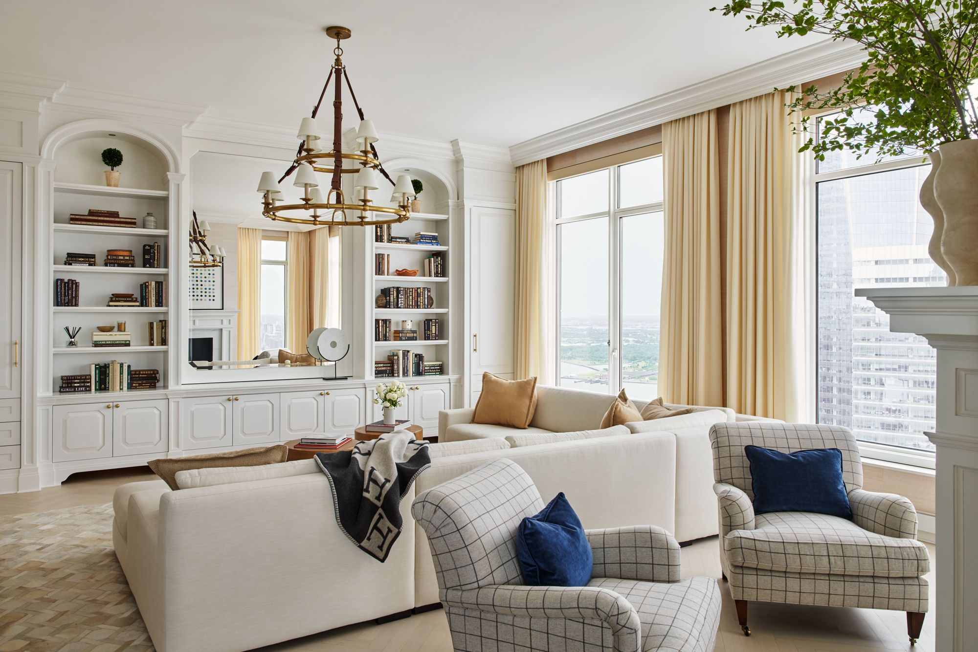 A Sophisticated Tribeca Home with an Inspiring Mix of Modern and Traditional Accents