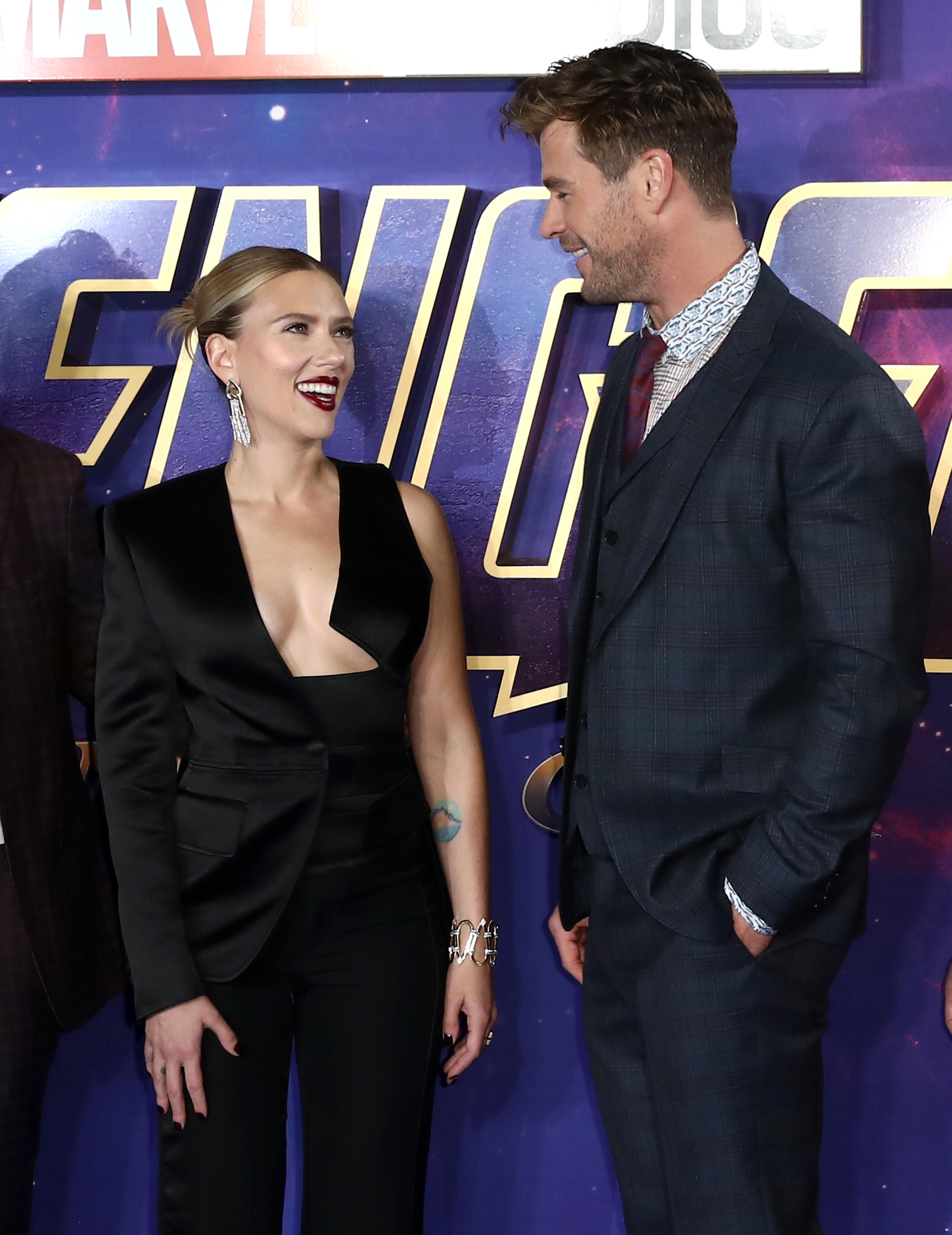 Chris Hemsworth And Scarlett Johansson Trade Hilarious Playground Insults In Youtube Video