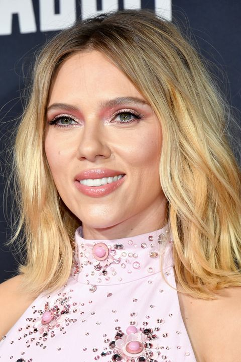 This is the brand Scarlett Johansson used to create her pretty-in-pink make-up