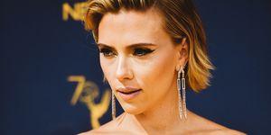 Scarlett Johansson, il maxi tatuaggio sulla schiena non passa inosservato