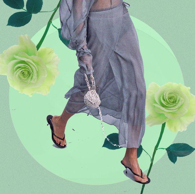 se tutte le scarpe donna 2021 potessero votare la più hot, vincerebbero i sandali infradito nelle due versioni con tacco e flat da indossare con ogni look estivi