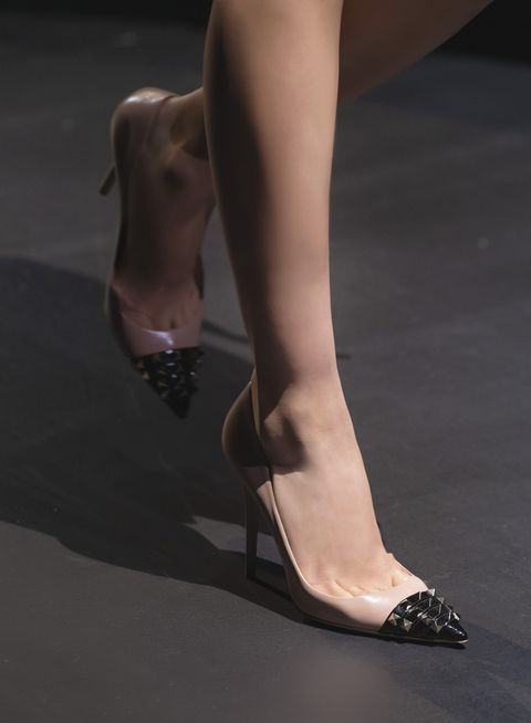 scarpe donna autunno inverno 2021, scopri le scarpe più eleganti di tutta la moda invernale tra scarpe da cerimonia comode e sandali sling back, rosse, nere o fucsia