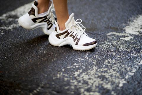 Nuovi Prodotti f374e 23f6f Scarpe moda 2019: le sneakers bianche sono tendenza ...
