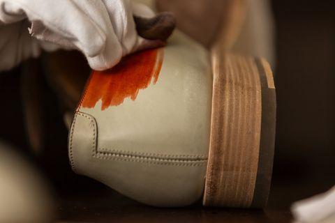 official photos 86dbe 3c12a I 100 passaggi per creare una scarpa Santoni su misura