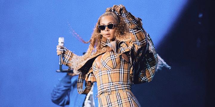 Beyoncé in Burberry Riccardo Tisci