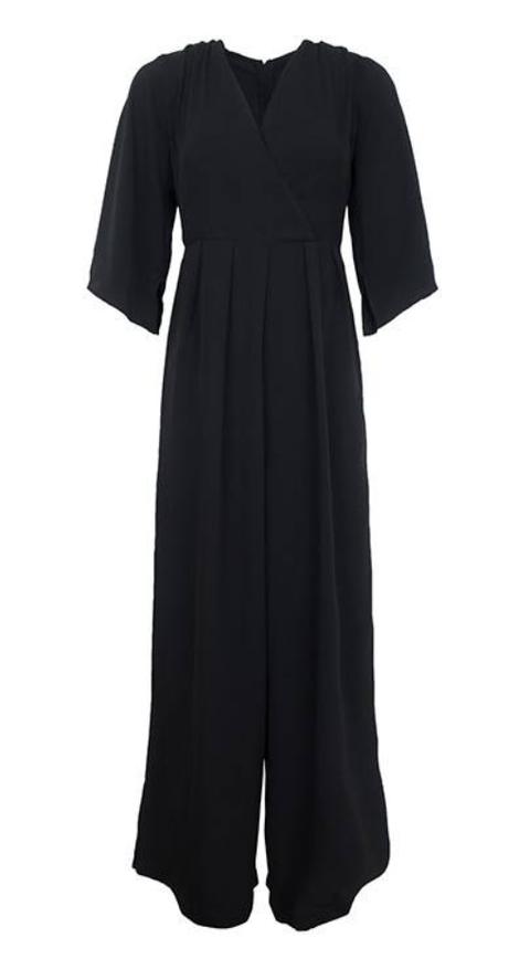 Clothing, Black, Dress, Sleeve, Day dress, Little black dress, Neck, Jersey, Robe, Collar,