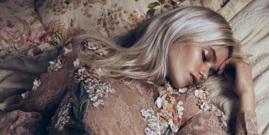 Sleeping beauty: zo train je jezelf op je rug te slapen voor je