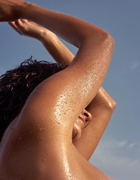 Skin, Arm, Neck, Human leg, Shoulder, Close-up, Joint, Sun tanning, Hand, Muscle,