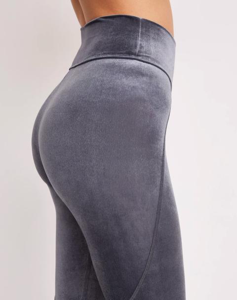 Clothing, Waist, Abdomen, Leg, Leggings, Sportswear, Thigh, Active pants, Trousers, Jeans,