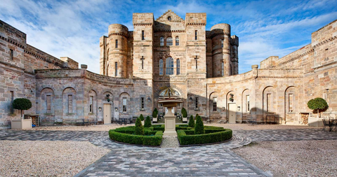 Building, Landmark, Architecture, Estate, Medieval architecture, Palace, Historic site, Castle, Stately home, Ancient history,