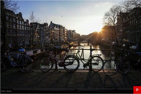 Sky, Bicycle, Waterway, Mode of transport, Morning, Vehicle, Snapshot, Canal, Bicycle wheel, Evening,