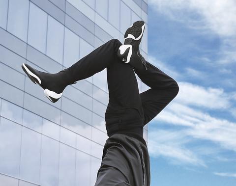 Sky, Leg, Arm, Performance, Hand, Footwear, Statue, Shoe,
