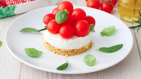 Mai pensato alla cheesecake salata? La ricetta dell'estate è tricolore e a base di stracchino, pomodorini ed erbe aromatiche