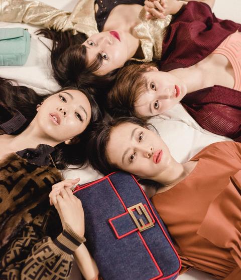 Fun, Friendship, Room, Photography, Textile, Linens, Pillow, Happy, Selfie, Comfort,