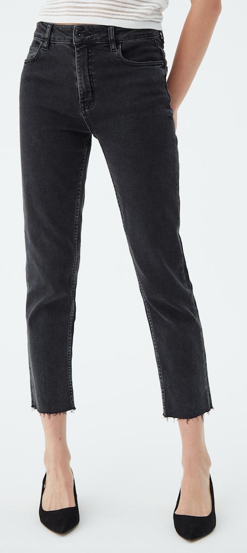 Clothing, Jeans, Denim, Pocket, Waist, Leg, Ankle, Trousers, Standing, Human leg,