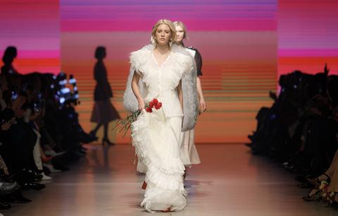 Fashion, Fashion model, Runway, Fashion show, Clothing, Haute couture, Fashion design, Event, Dress, Public event,