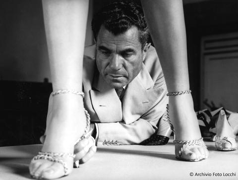 Photograph, Black, Leg, Black-and-white, Photography, Monochrome, Child, Hand, Monochrome photography, Shoe,