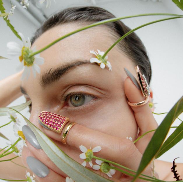 Skin, Eyelash, Eyebrow, People in nature, Style, Organ, Beauty, Photography, Close-up, Nail,