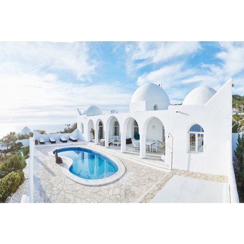 schitterende villa bij cala d'hort met een grote tuin