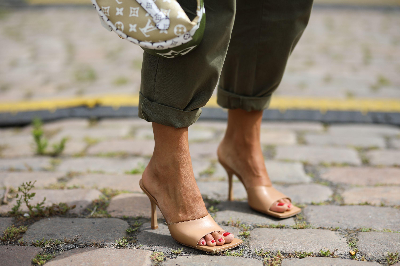 De sandaal met vierkante neus is de schoenentrend van dit najaar