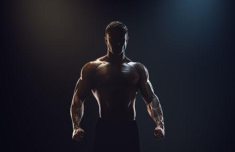 Man met grote schouders