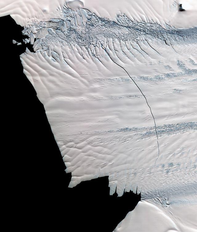 nasa scientists discovered a massive crack across the pine island glacier, antarctica nov 13, 2011