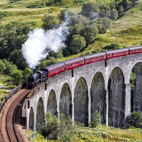 UK, Scotland, Glenfinnan, Jacobite steam train