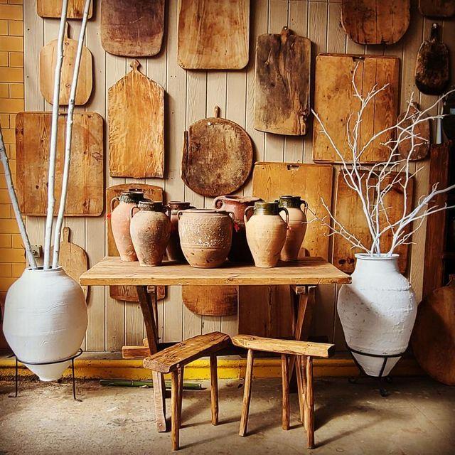 terra cotta vases in front of cuttingboards