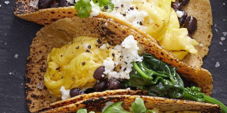 وصفات بيض للفطور - طريقة عمل تاكو البيض المخفوق للفطور