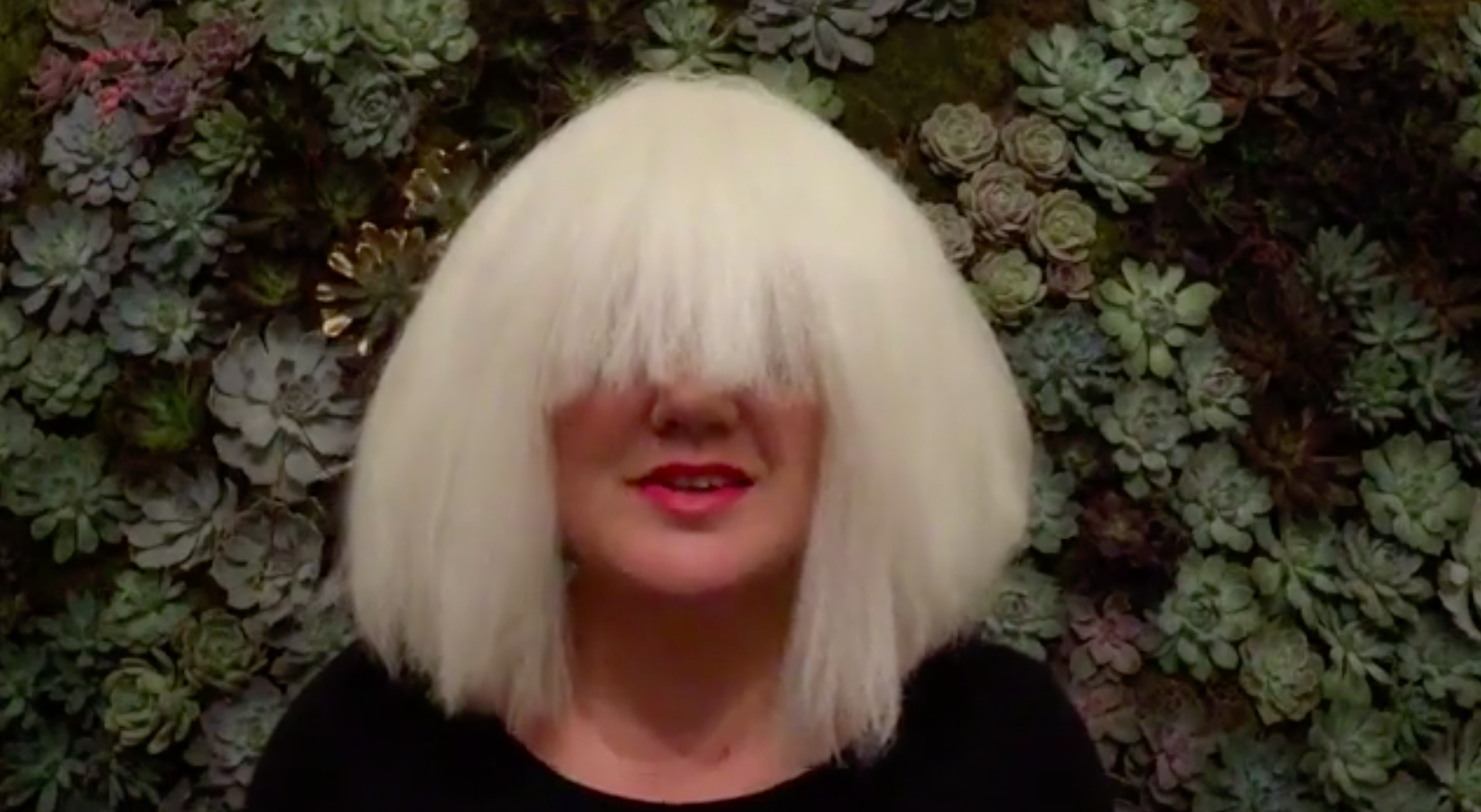 Kelly Clarkson Completes Her Sia Costume with a Flawless Cover of ...