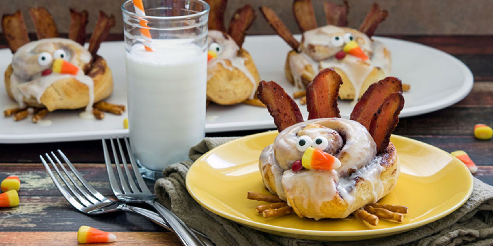 Cinnamon Roll Turkeys are the Most Adorable Thanksgiving Breakfast